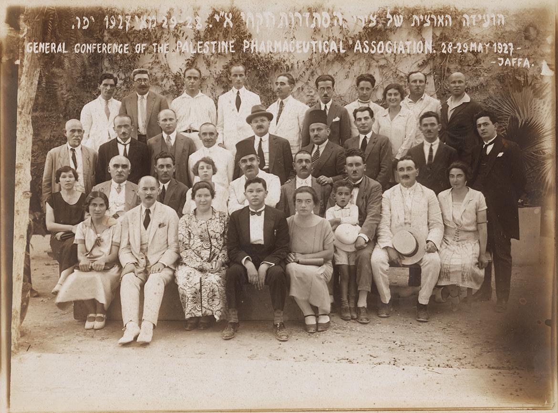 תצלום של הועידה הארצית של צירי הסתדרות רוקחי ארץ ישראל משנת 11927