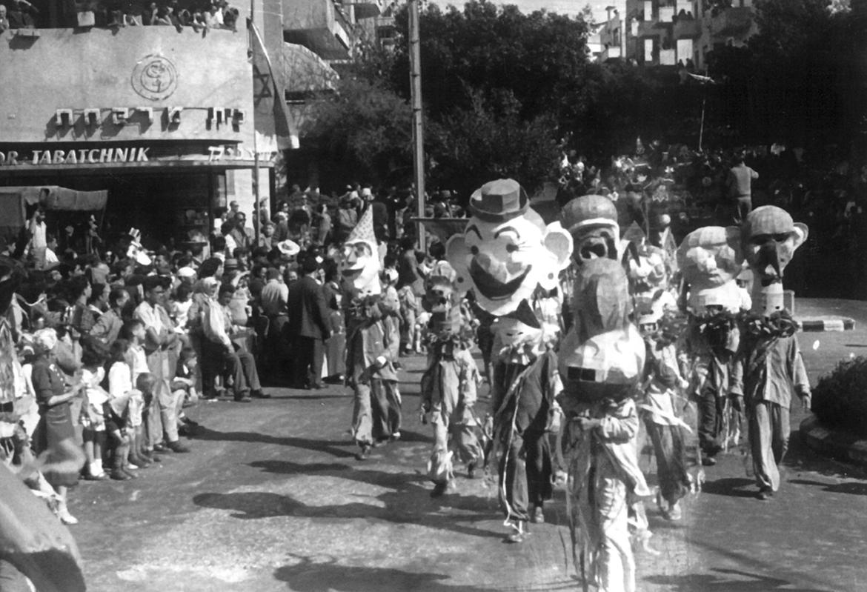 עדליאדה משנת 1948 מול בית המרקחת