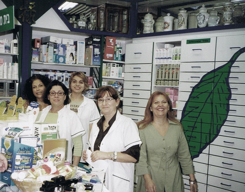 צוות בית המרקחת משנת 1982